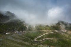 Transfagarasan, a estrada a mais famosa em Romania foto de stock