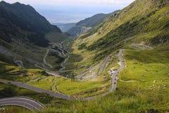 Transfagarasan huvudväg i de Carpathian bergen, Rumänien, Eas royaltyfri foto