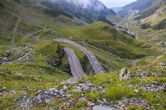 Transfagarasan huvudväg i de Carpathian bergen, Rumänien, Eas royaltyfri bild