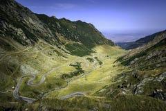 Transfagarasan la route la plus célèbre en montagnes de Fagaras de la Roumanie Images stock