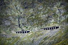 Transfagarasan la route la plus célèbre en montagnes de Fagaras de la Roumanie Image stock
