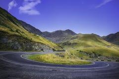 Transfagarasan la route la plus célèbre en montagnes de Fagaras de la Roumanie Photographie stock libre de droits