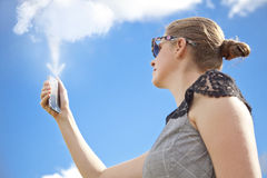 Transferência/transferência de arquivo pela rede dos trabalhos em rede da nuvem da nuvem Mo Fotografia de Stock Royalty Free