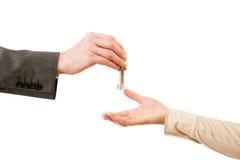 Transferencia de las llaves de los apartmen Fotografía de archivo