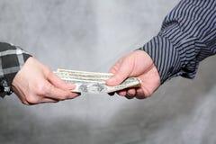 Transferencia del dinero foto de archivo