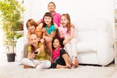 Transferencia del niño en la TV Imagenes de archivo