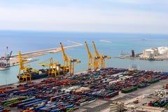 Transferencia directa de las gabarras en el puerto Fotos de archivo