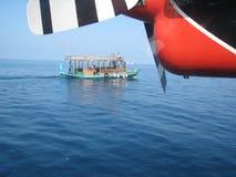 Transferencia en avión de mar maldives fotos de archivo