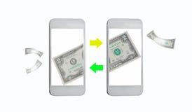 Transferencia monetaria en línea por Internet en móvil Foto de archivo