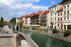 TRANSFERRINA, SLOVENIA - CIRCA LUGLIO 2014: Vecchio argine della città in Lj Immagini Stock Libere da Diritti