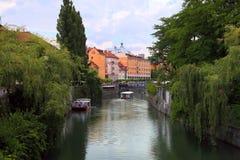 TRANSFERRINA, SLOVENIA - CIRCA LUGLIO 2014: Vecchio argine della città in Lj Fotografia Stock