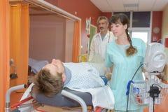 Transfert du patient image stock