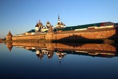Transfiguração do monastério de Jesus Christ Savior Solovetskiy em ilhas de Solovki (arquipélago de Solovetskiy) no mar branco, R Fotos de Stock