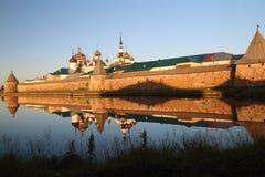 Transfiguração do monastério de Jesus Christ Savior Solovetskiy em ilhas de Solovki (arquipélago de Solovetskiy) no mar branco, R Imagem de Stock