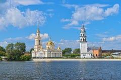 Transfiguratiekathedraal en Leunende Toren in Nevyansk, Rusland Royalty-vrije Stock Afbeeldingen