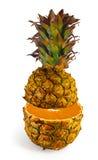 A transformação do abacaxi na laranja Foto de Stock Royalty Free