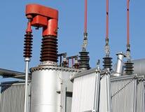 Transformador atual fora de uma geração de energia elétrica atômica Fotos de Stock
