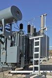 Transformador de poder aceite-llenado de alto voltaje en substati eléctrico imagen de archivo libre de regalías