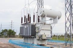 Transformador de poder en la estación sub foto de archivo libre de regalías