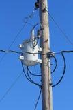 Transformador utilitario de la línea eléctrica Foto de archivo libre de regalías