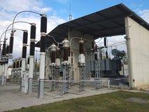 Transformadores de aceite grandes y alto voltaje fotografía de archivo