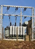 Transformadores de alto voltaje modernos foto de archivo