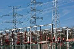 Transformadores y torres eléctricas Imágenes de archivo libres de regalías