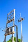 Transformateur de courant électrique dans la tension Photos stock