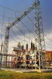 Transformateur de puissance dans le switchyard à haute tension Photos stock