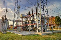 Transformateur de puissance dans le switchyard à haute tension Images stock