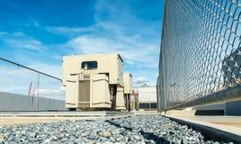 Transformateur sur la gare de puissance élevée L'électricité à haute tension 3D Photographie stock