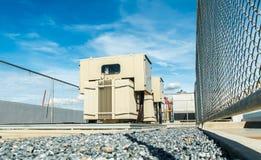 Transformateur sur la gare de puissance élevée L'électricité à haute tension 3D Photo libre de droits