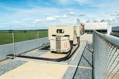 Transformateur sur la gare de puissance élevée L'électricité à haute tension 3D Photographie stock libre de droits