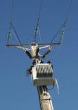 Transformator mit Eiszapfen Stockfotografie