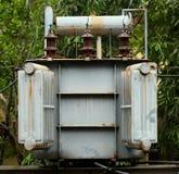 Transformator som är elektrisk i stolpen royaltyfri foto