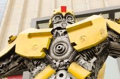 Transformatoren mit Schrott zerteilt Versammlung lizenzfreies stockfoto