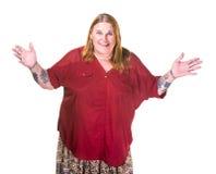 Transgenderkvinna i pärlemorfärg halsband med breda händer ut royaltyfri bild