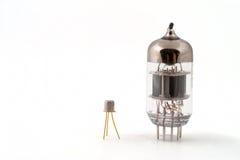 Transistor ao lado de uma câmara de ar de vácuo Imagem de Stock Royalty Free