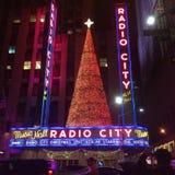 Transmettez par radio le théâtre de variétés de ville images libres de droits
