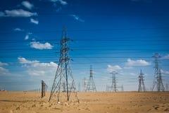 Transmisión de energía eléctrica en Kuwait fotos de archivo libres de regalías