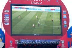 Transmisja dopasowanie na ekranie w fan strefie puchar świata 2018 w Samara obraz royalty free