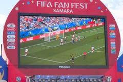 Transmisja dopasowanie na ekranie w fan strefie puchar świata 2018 w Samara zdjęcie stock