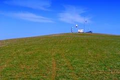 Transmisor en la colina Imagen de archivo libre de regalías