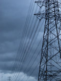 Transmissão alta elétrica na nuvem de chuva Imagem de Stock Royalty Free