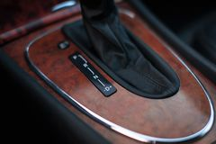 Transmissão automática no carro clássico fotos de stock royalty free