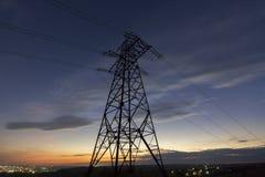 Transmissão e distribuição interurbana do conce da eletricidade fotos de stock