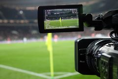 Transmissão em direto de um fósforo de futebol Foto de Stock Royalty Free