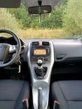 Transmissão manual da engrenagem do carro japonês com exposição grande da navegação Imagem de Stock