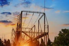 Transmissietoren in de zonsondergang royalty-vrije stock afbeeldingen