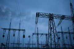 Transmission d'énergie électrique aux consommateurs photographie stock libre de droits